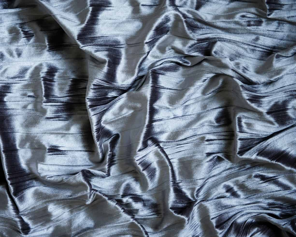 Crumpled silk, which demineralisation has a part in manufacturing.
