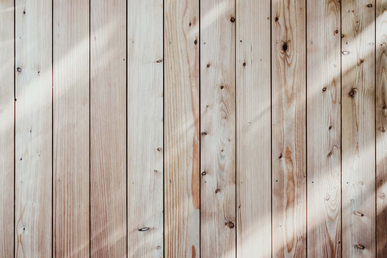 Light coloured planks of wood